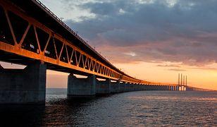 Most Öresund o zachodzie słońca