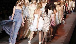 Scheda po Galliano i suknia dla Kate