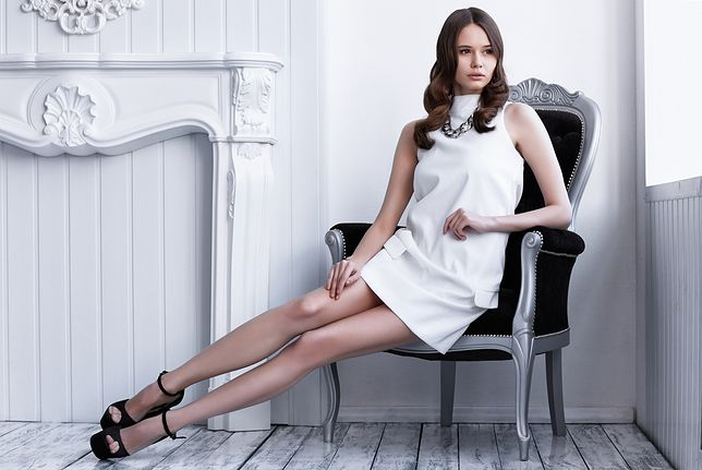 Kreatywny minimalizm i wyrafinowana prostota. Sukienki Simple taniej o 60 proc.