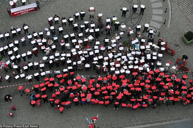 Marsz Niepodległości na błoniach Stadionu Narodowego. Jesteśmy na miejscu