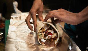 """""""Ja tego nie jem. Boję się"""". Pracownik lokalu z kebabem o """"wołowinie"""", która ląduje w bułce"""