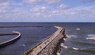 Plażę w Darłówku otaczają falochrony