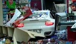 Wjechała do sklepu 911-ką, bo pomyliła hamulec z gazem