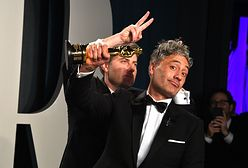 Taika Waititi najbardziej wyluzowanym laureatem Oscara. Schował statuetkę pod fotel