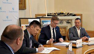 Władze Świętochłowic i firmy badaj.to podpisały umowę o budowie siedziby firmy w mieście.