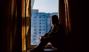 """""""Żyją w tzw. poczekalni dusz"""". Psycholog wyjaśnia, czym jest """"ruminowanie"""""""