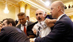 Awantura na szczycie Trump - Putin. Wyprowadzono dziennikarza