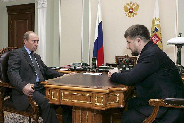 Czy planowane wystąpienie Putina miało związek z wydarzeniami w Czeczenii? Na zdjęciu Putin z Kadyrowem