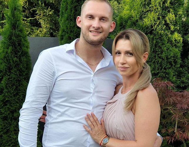 Iza i Kamil niebawem będą obchodzić pierwszą rocznicę swojego nietypowego ślubu