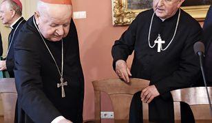 Kardynał Stanisław Dziwisz broni biskupa Jana Szkodonia