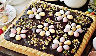 Prosty mazurek z chałwą i czekoladą