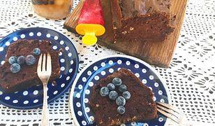 Murzynek fasolowy z wiórkami kokosowymi. Zdrowszy pomysł na ciasto