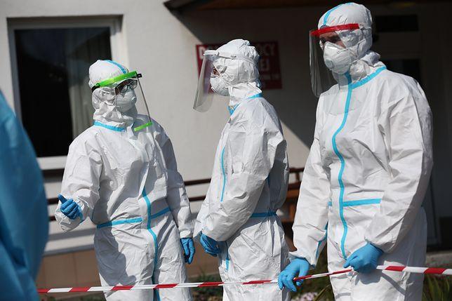 """Koronawirus w Polsce i na świecie. """"Epidemia potrwa jeszcze rok"""". [Relacja na żywo]"""