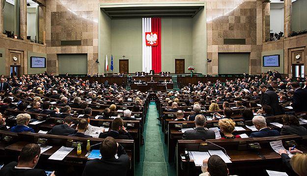 Sejm uchwalił ustawę o TK. Wcześniej odrzucono wnioski PO i Nowoczesnej o jej odrzucenie
