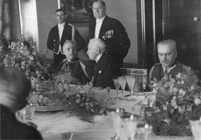 Audiencja pożegnalna nuncjusza apostolskiego ks. kard. Francesco Marmaggiego u prezydenta RP Ignacego Mościckiego, Kacper Michalski stoi drugi z lewej, 30 V 1936 rok.