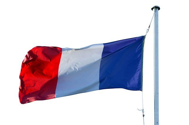 Francja. Umieścił na budynku antysemickie napisy. Polak skazany