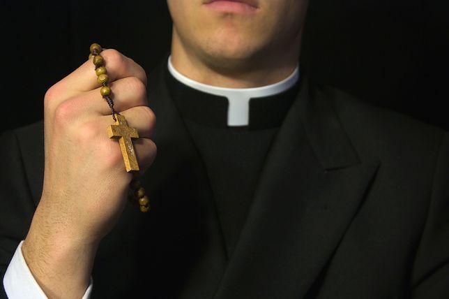 Kleryk zbierał dziecięcą i zoofilską pornografię. Złożył zażalenie na pobyt w areszcie