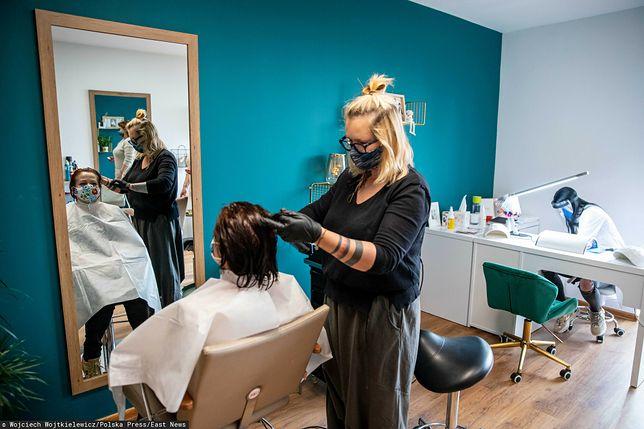 Nowe obostrzenia. Co z salonami fryzjerskimi i kosmetycznymi?