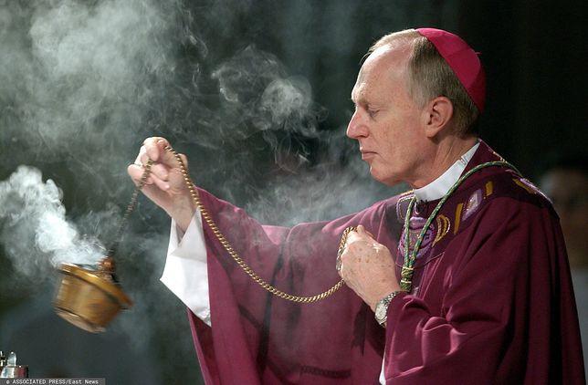 """USA. Przez lata ukrywano pedofilię wśród księży? """"Zwykła praktyka"""" / Na zdjęciu Howard Hubbard, biskup Albany w latach 1977-2014"""