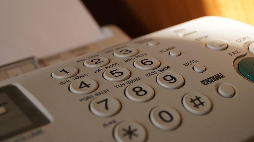 Wyślij faks, by dostać się do firmowej sieci. Firewall nic tu nie pomoże, to atak telefoniczny!