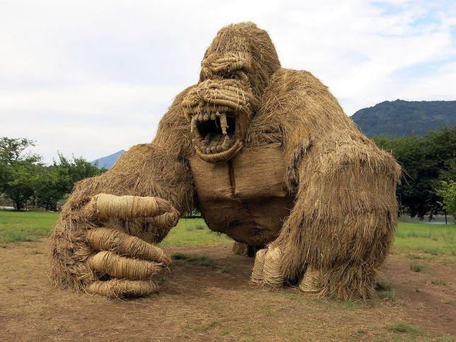 Olbrzymie zwierzęta i stwory królują w Japonii w czasie festiwalu Wara Art