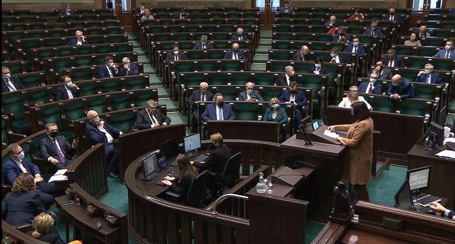 Koronawirus. Posiedzenie Sejmu odbywa się w wyjątkowych warunkach sanitarnych