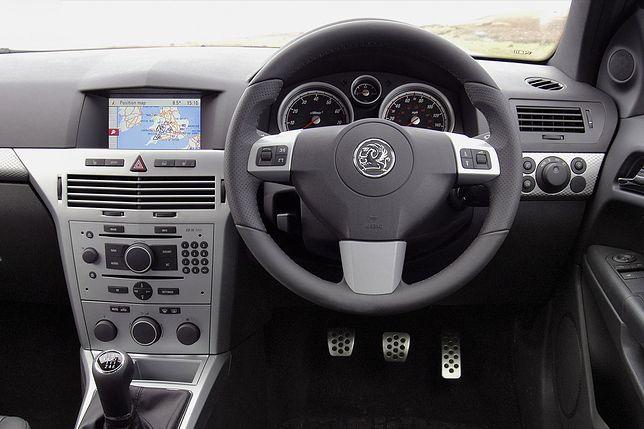 Ile kosztuje ubezpieczenie samochodu z kierownicą z prawej strony?