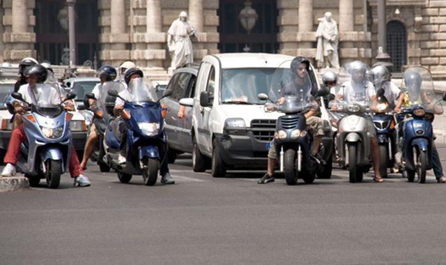 Prędkość pojazdów we włoskich miastach jak w XVIII wieku