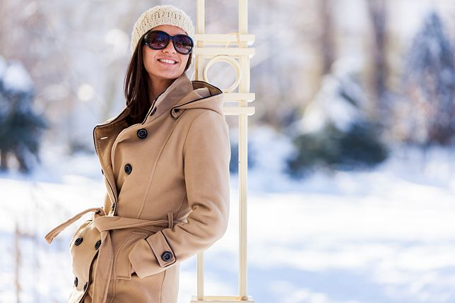 Okulary przeciwsłoneczne chronią przed światłem odbijającym się od śniegu