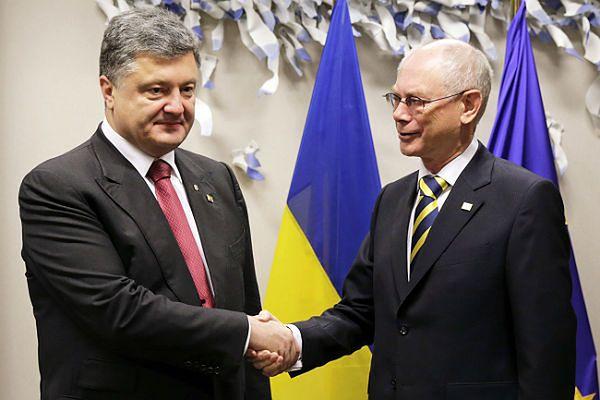 Prezydent Ukrainy Petro Poroszenko i obecny szef RE Herman van Rompuy podczas szczytu UE w Brukseli