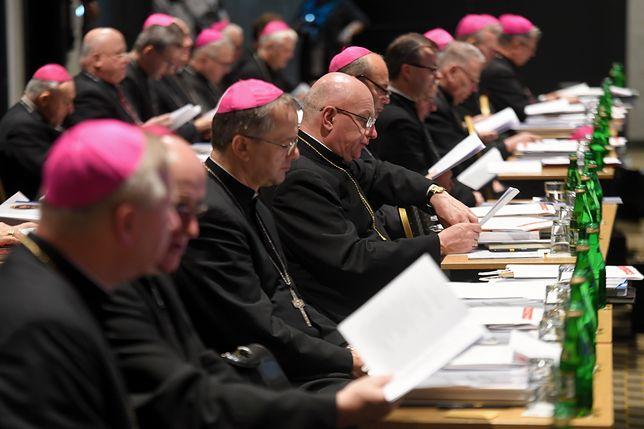 """Po premierze """"Kleru"""" Polacy zaczynają myśleć o Kościele negatywnie"""