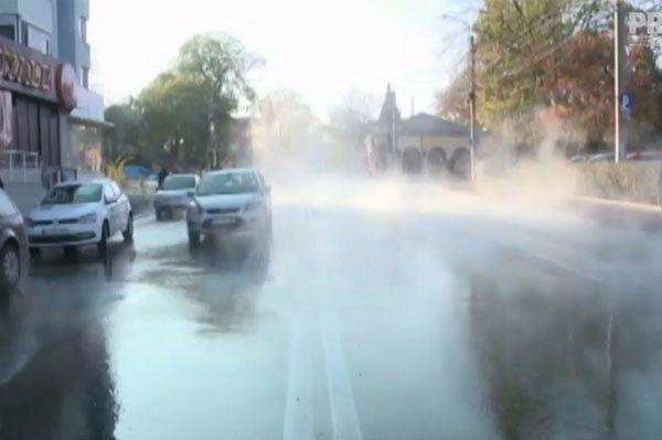 Zamiast z kranu, gorąca woda popłynęła ulicami