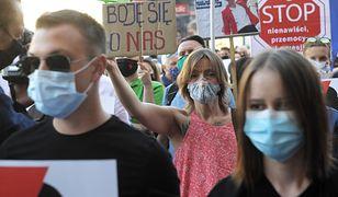 W Warszawie odbył się protest przeciwników wypowiedzenia Konwencji Stambulskiej