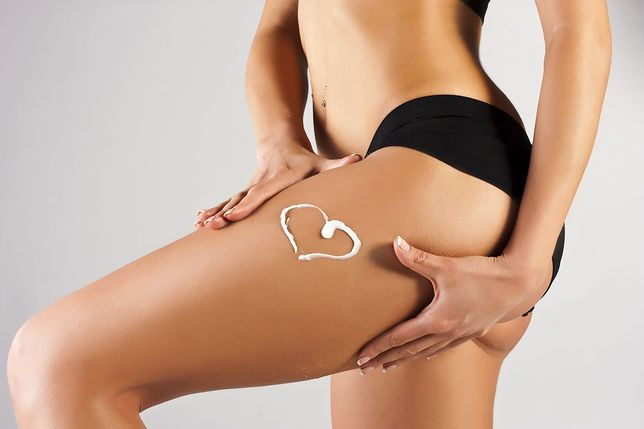 Zabiegi na ciało dostępne w gabinetach medycyny estetycznej pozwalają pozbyć się cellulitu i rozstępów