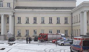 Na placu Bankowym pojawiła się policja i służby ratownicze