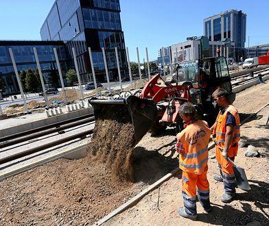 Budowa torowiska tramwajowego podczas remontu ulicy Marynarskiej