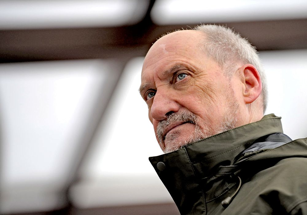 RMF FM: Macierewicz wyprowadza Polskę z Eurokorpusu. Macierewicz: nieprawda