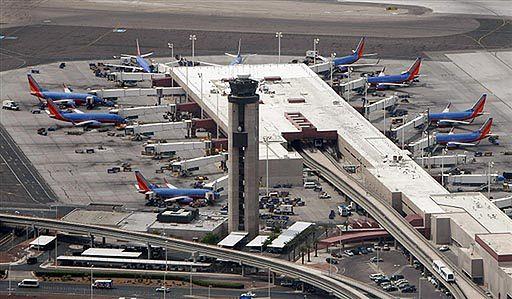 Dziura w samolocie - linie sprawdzają inne maszyny