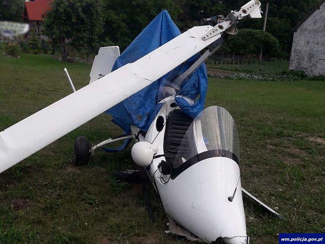 Jeziorowskie (woj. warmińsko-mazurskie). Pijany pilot rozbił wiatrakowiec na jednej z posesji