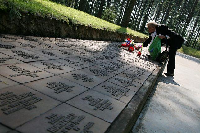 Na Polskim Cmentarzu Wojennym w Miednoje spoczywa 6361 policjantów i żołnierzy, jeńców obozu NKWD w Ostaszkowie, zamordowanych w 1940 roku.