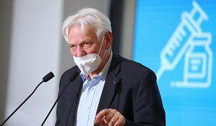 Obostrzenia i trzecia dawka szczepionki. Prof. Hoban zdradza szczegóły