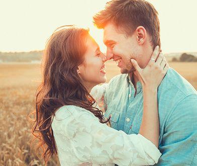 Wiele osób mylnie uważa, że zauroczenie i zakochanie są ze sobą tożsame