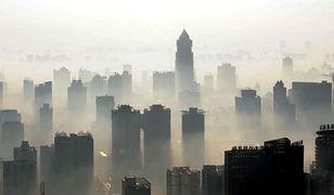 """Chiński smog """"zapuszkowany"""". Oryginalna pamiątka z Pekinu"""