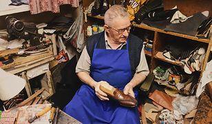 Choć ma 75 lat, wciąż prowadzi swój zakład. Naprawia buty od sześciu dekad