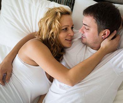 Spadające libido. Matki-Polki wolą spać obok dziecka niż z mężem