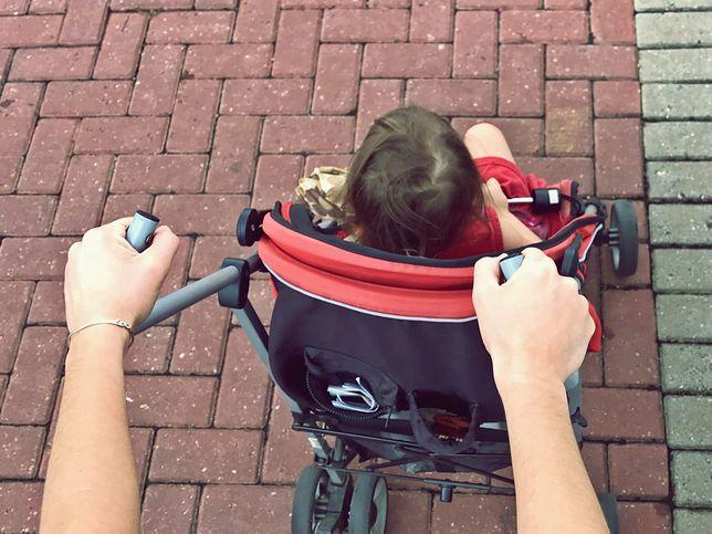 Matka szarpała dziecko. Później pobiła spacerowiczkę