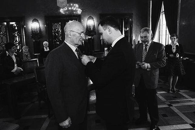 Mieczysław Pieronek w trakcie odznaczenia Krzyżem Kawalerskim Orderu Odrodzenia Polski