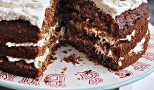 Wilgotne ciasto marchewkowe z bakaliami. Krem jest przepyszny