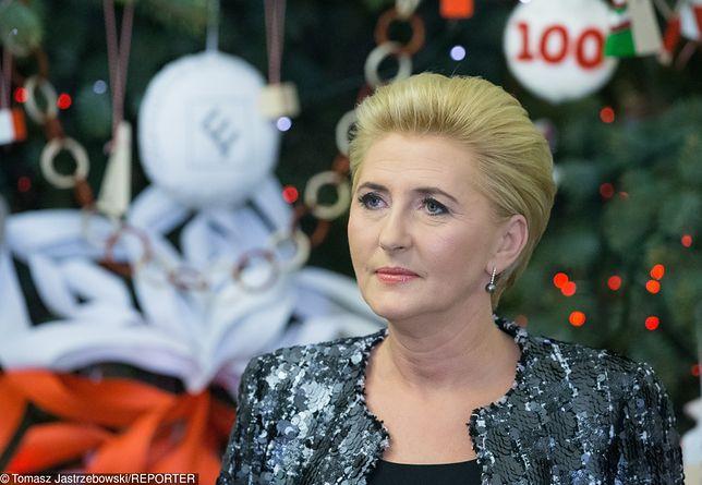 Agata Duda w świątecznej stylizacji. Takie kolczyki to strzał w dziesiątkę