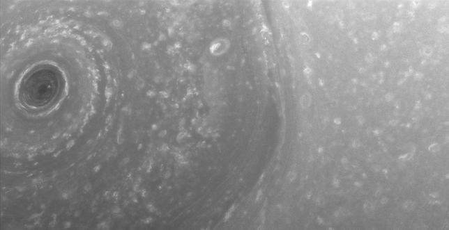 Północny biegun Saturna sfotografowany przez satelitę Cassini